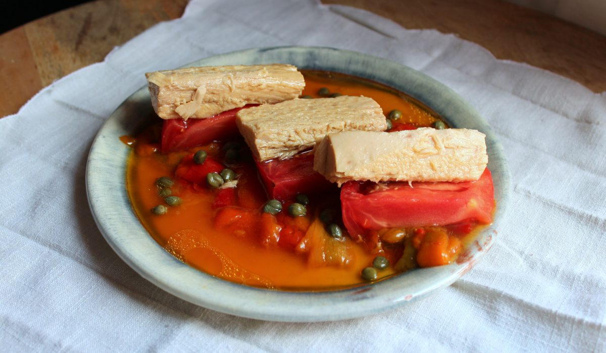 Tomato salad with white tuna and roasted peppers  Dressing  Blog for cooking, gastronomy and recipes
