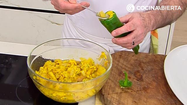 Green peppers stuffed with potato omelette, Carlos Arginiano recipe - step 2