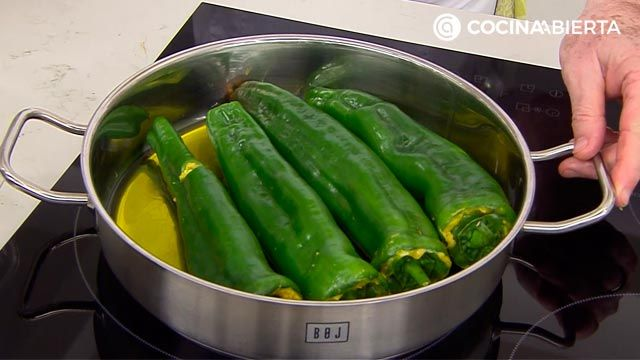 Green peppers stuffed with potato omelette, Carlos Arginiano recipe - step 3
