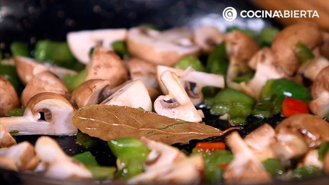 Step 3 of the recipe for mountain paella with mushrooms