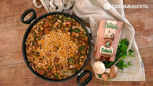 Step 6 of the recipe for mountain paella with mushrooms