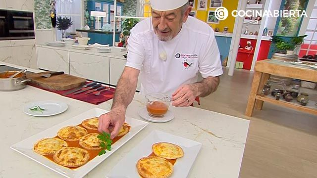 Mini cake with tuna with tomatoes, delicious baked dumplings by Carlos Arginiano - step 7