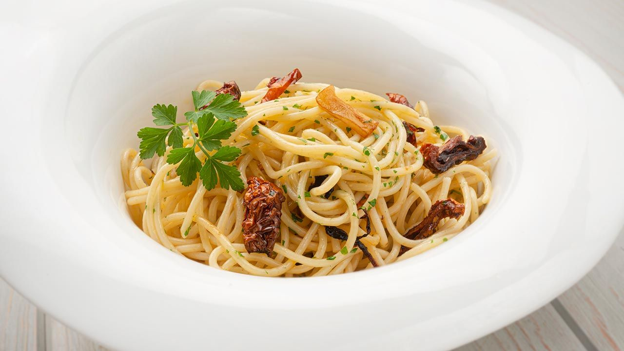 Spaghetti with garlic - Recipe by Carlos Arginiano in Open kitchen - Hogarmania