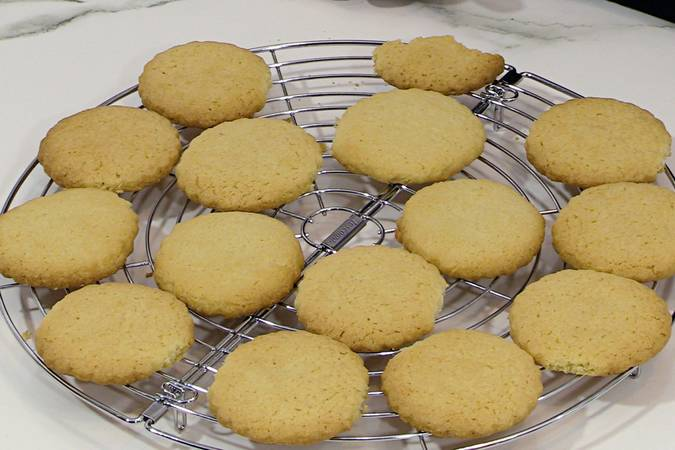 Place the butter cookies in a container