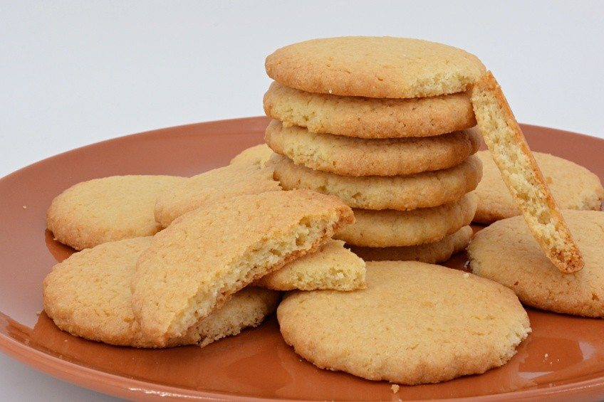 Very easy and delicious almond cookies