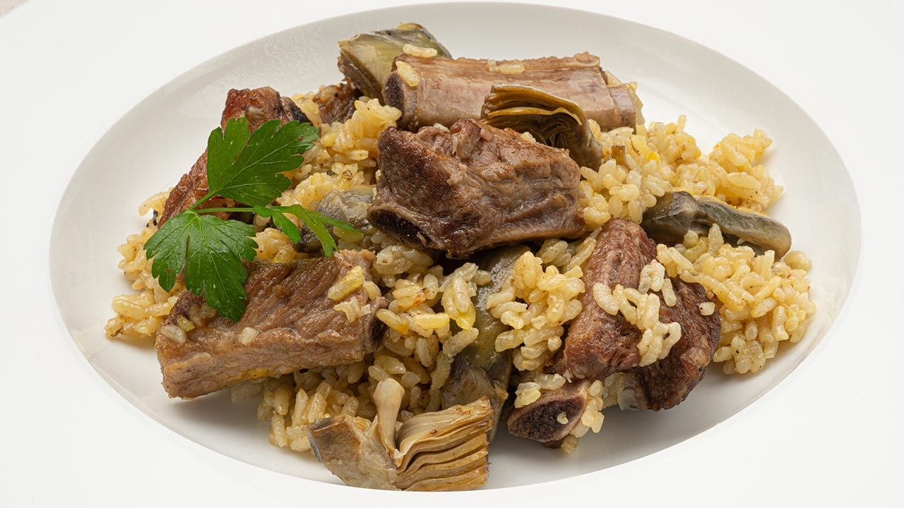 Rice with pork chop and artichoke