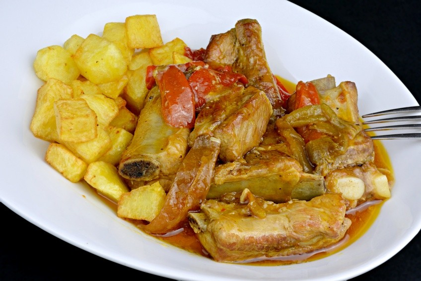 Pork rib stewed with beer and peppers