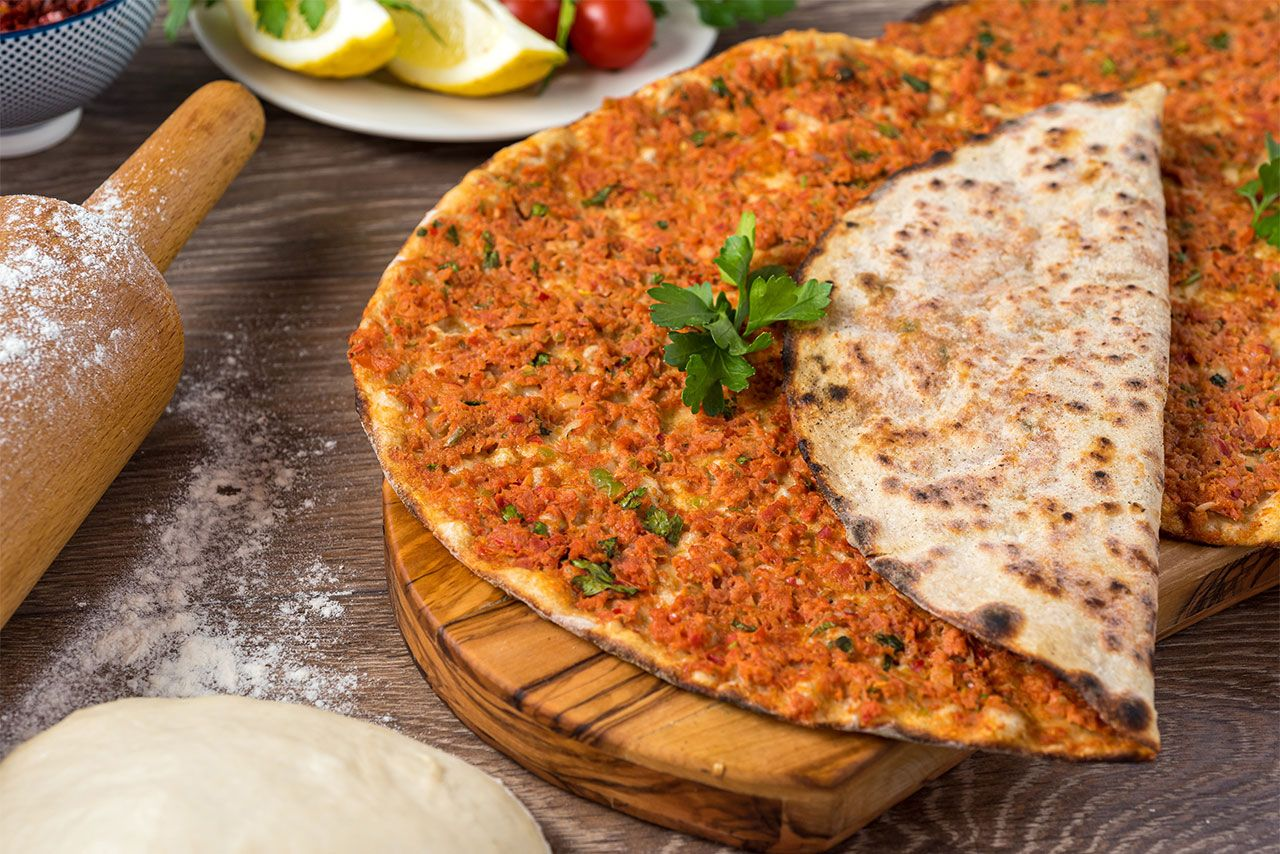 Lahmacun, the traditional Turkish pizza!  - Original recipe