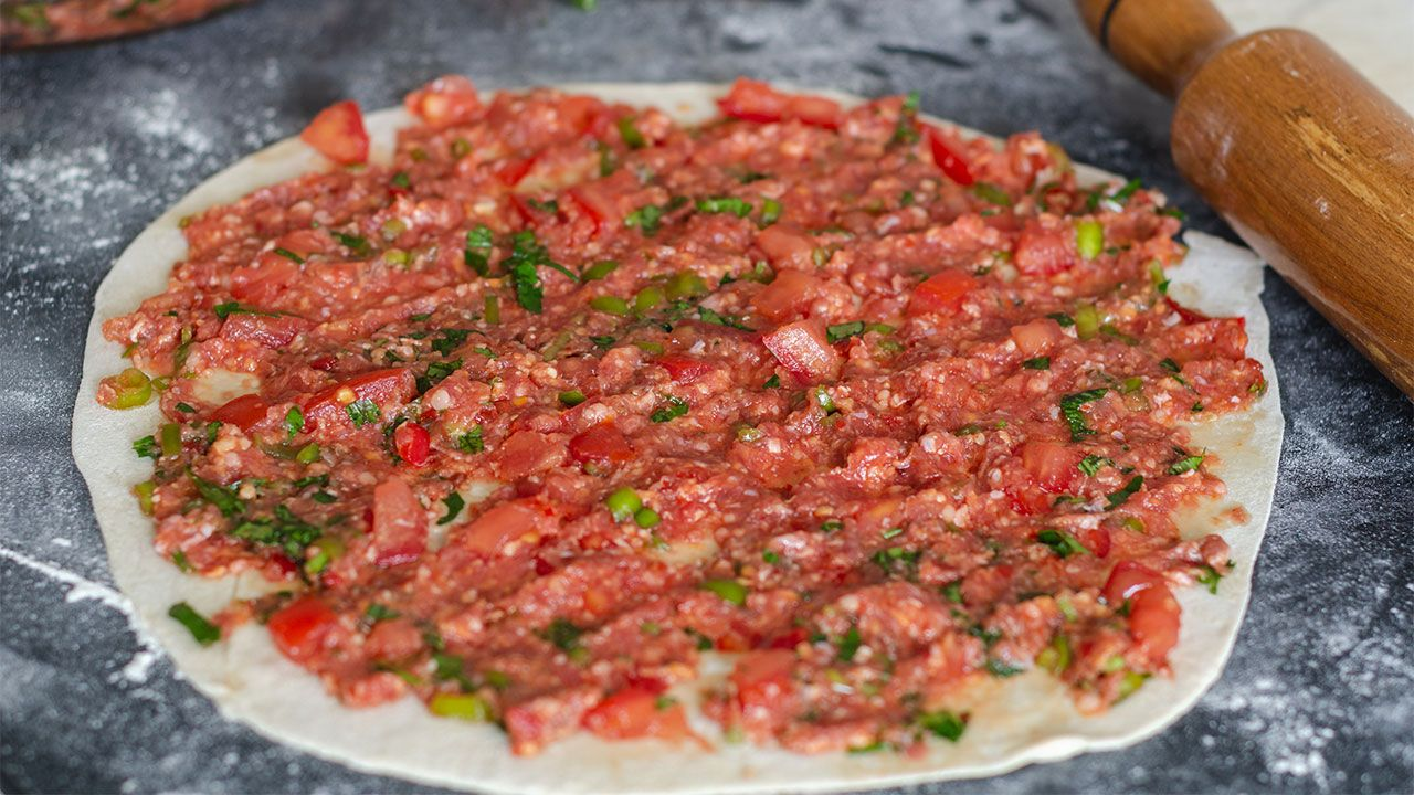 How to make a traditional Turkish pizza Lahmacun - step 2