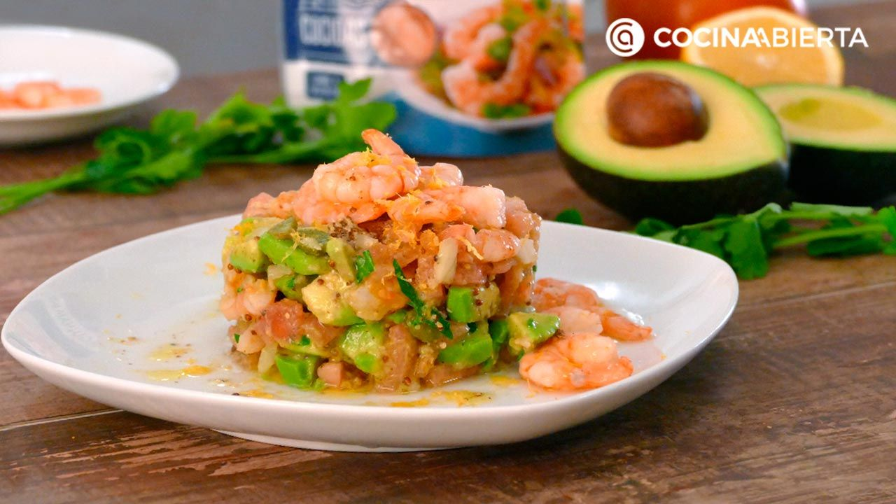 """Timbale of avocado and shrimp with a delicious dressing of ginger and mustard!  """"Hogarmania."""""""