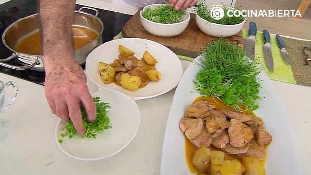 Pork fillet in orange and ginger sauce, recipe by Carlos Arginiano - step 4