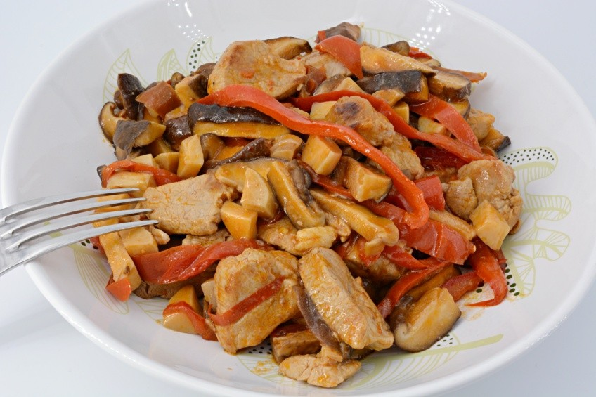 Pork fillet with mushrooms and peppers