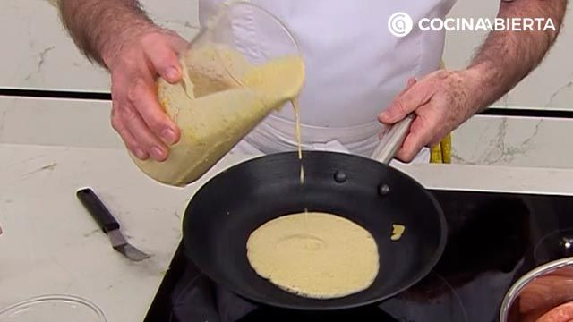 Spicy crepe dough with chickpea flour, an easy recipe by Karlos Arguiñano!  - step 3
