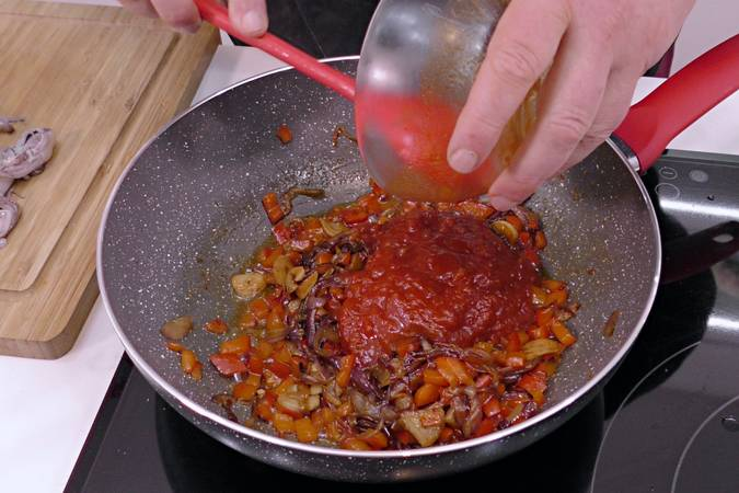 Add red pepper and fried tomato