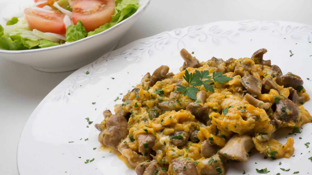 Recipe for scrambled eggs with salad - Karlos Arguiñano