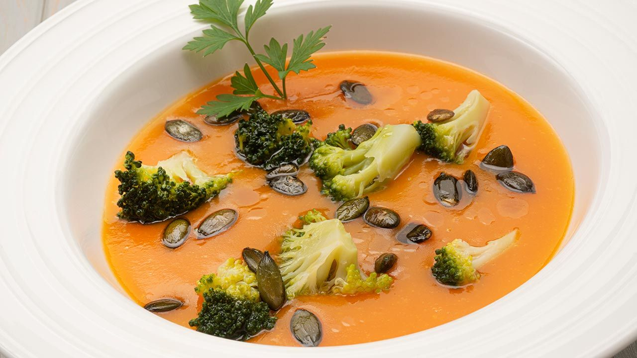 Carrot cream with broccoli and pumpkin seeds - Recipe by Karlos Arguiñano in Open Kitchen