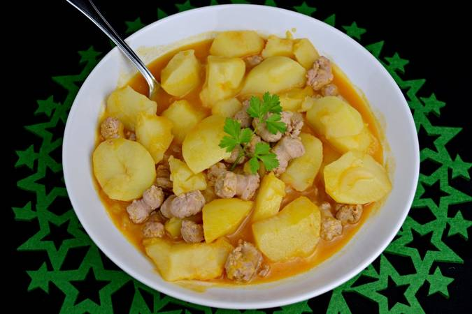 We serve and enjoy the potatoes with sausages