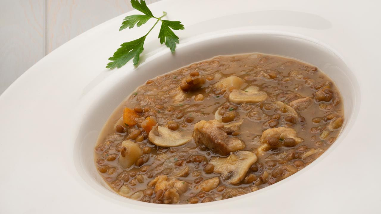 Recipe for lentils with chicken and mushrooms - Karlos Arguiñano
