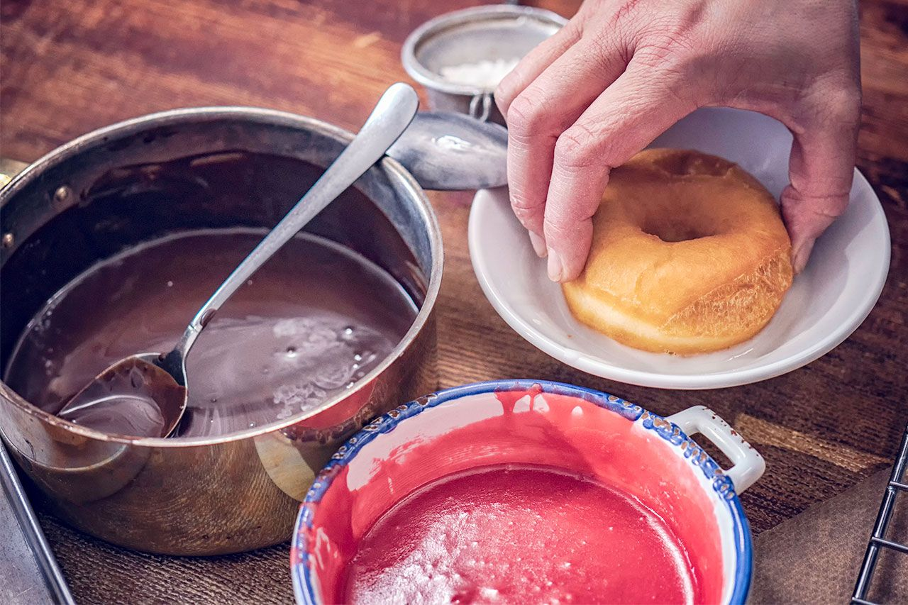 How to make homemade fluffy donuts - chocolate and strawberry