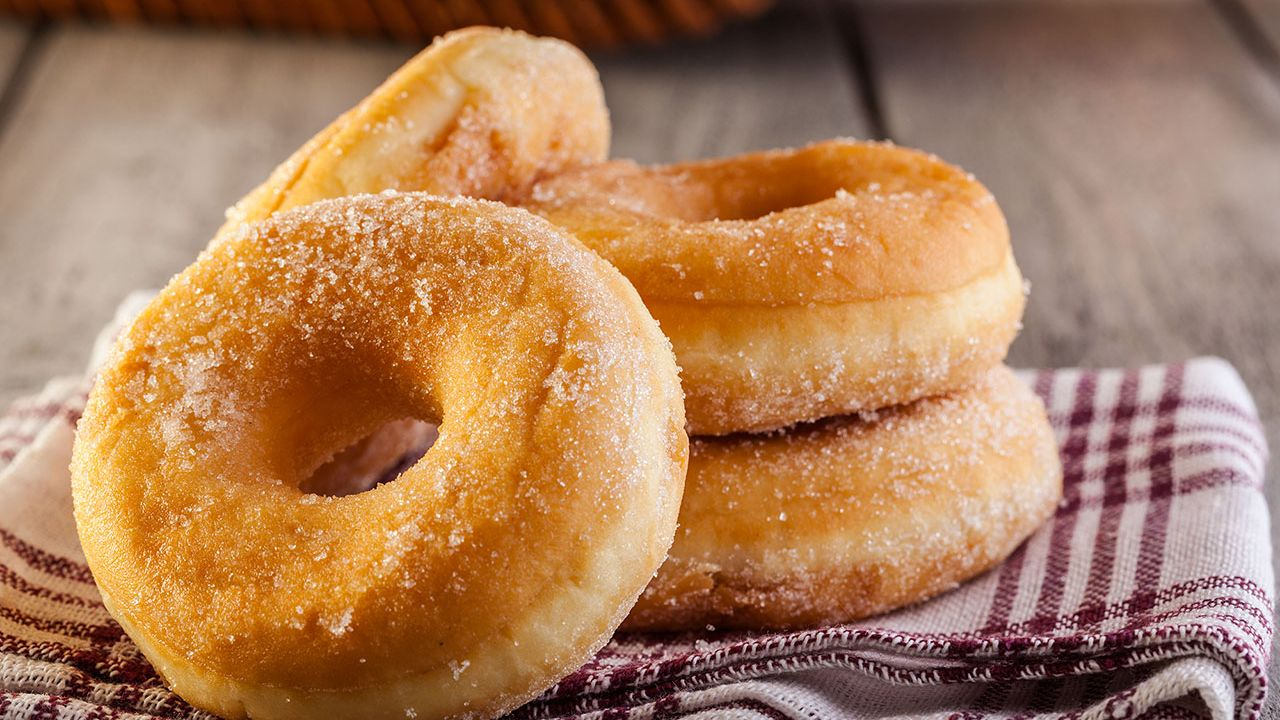 How to make homemade fluffy donuts (without mold)