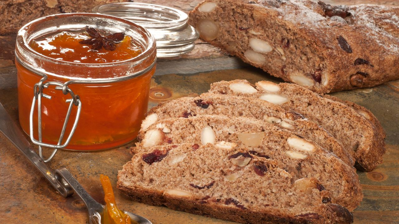 Wholemeal bread with dried fruit recipe - Bruno Oteiza