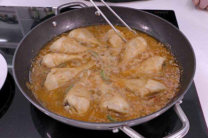 Step 5 of the traditional recipe for chicken entomado