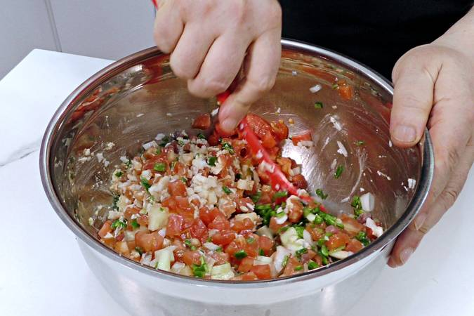 Mix the peppered salad