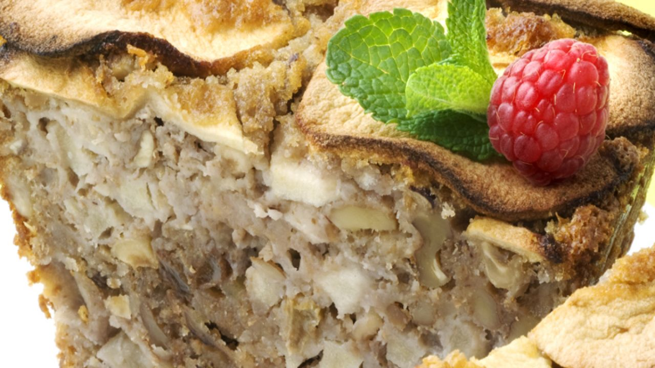Recipe for cake with apples and dried fruits - Eva Arginiano