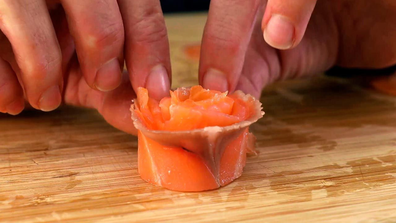 Shaping the shape of the rose in salmon
