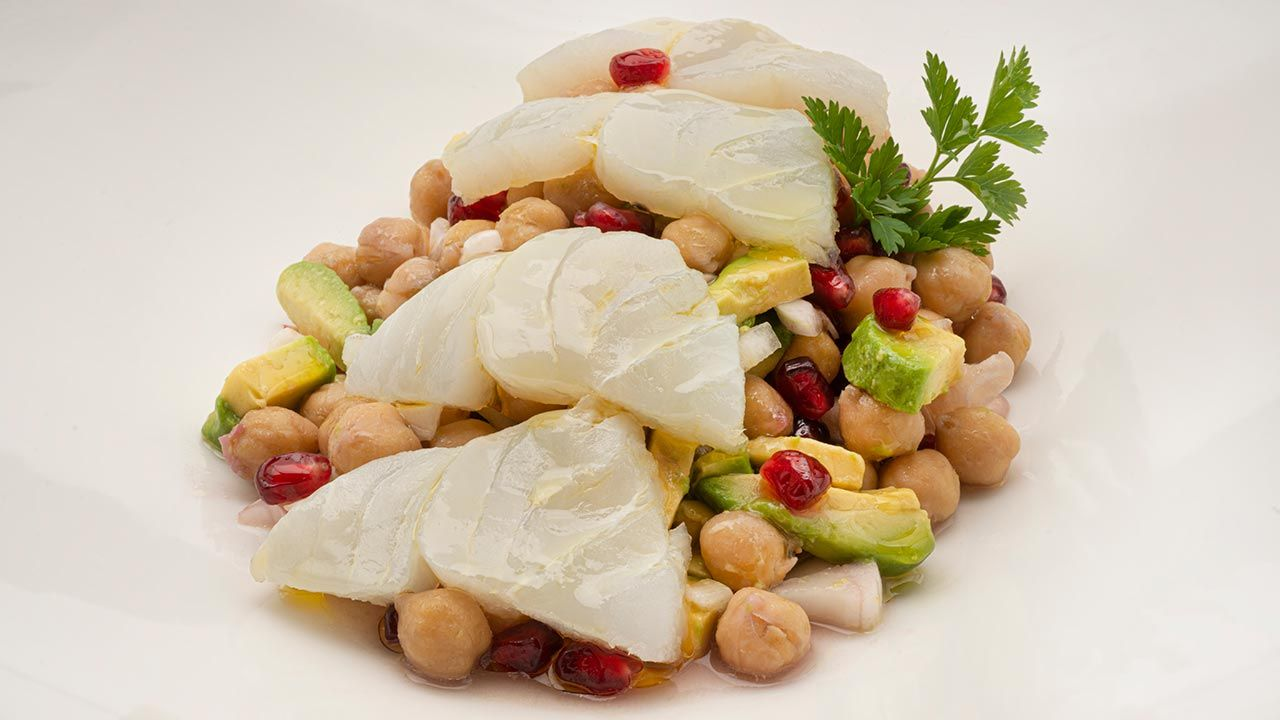 Chickpea salad with cod and pomegranate - Recipe by Carlos Arginiano in Open Kitchen - Hogarmania