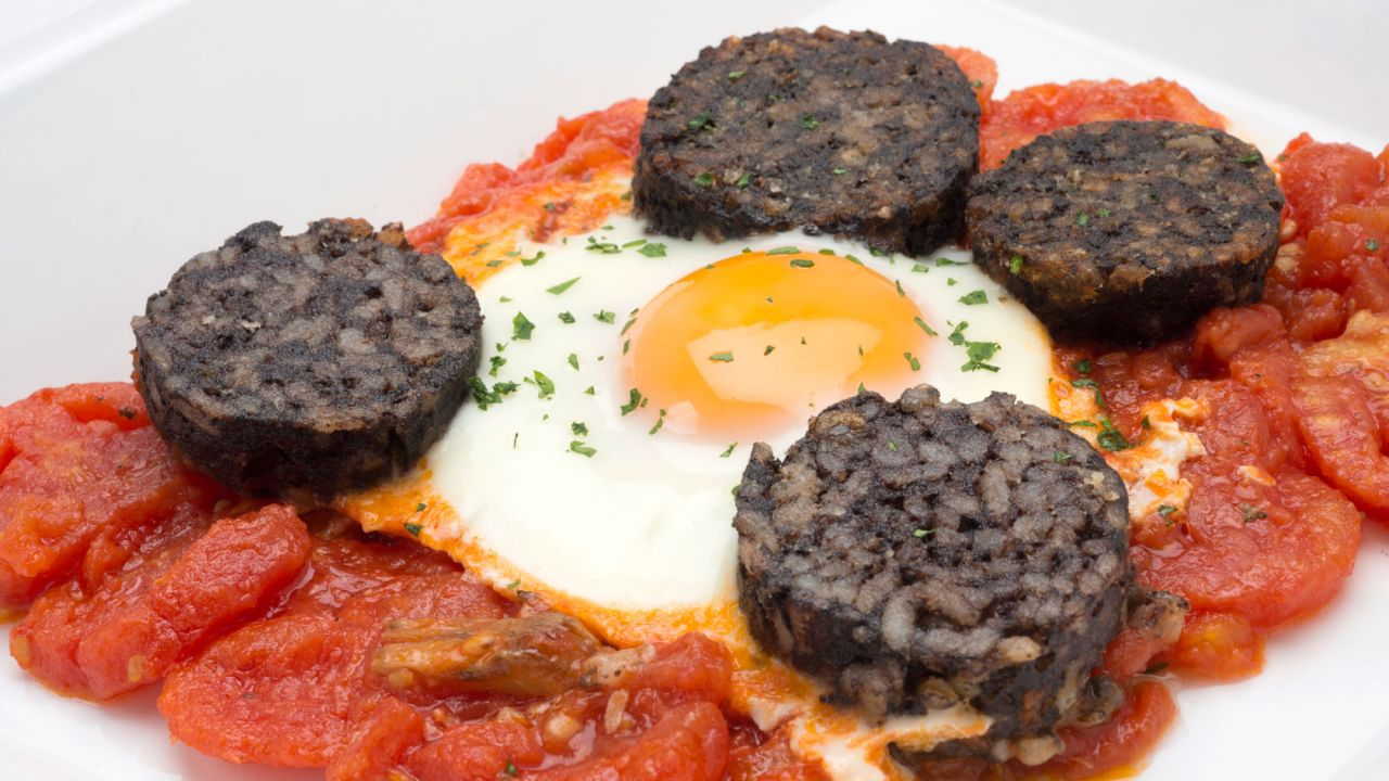 Recipe for eggs with tomato and blood sausage - Carlos Arginiano