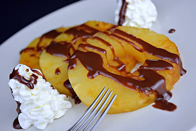Step 4 Grilled pineapple with chocolate and cream cheese