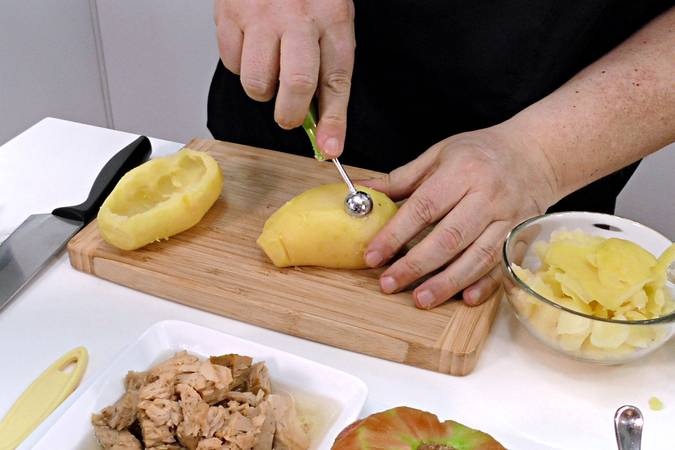 Step 1 of potatoes stuffed with salad, easy and quick recipe