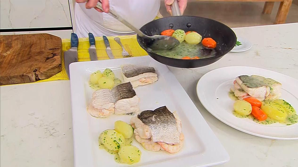 Recipe for hake stuffed with shrimp by Karlos Arguiñano - step 6