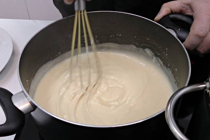 Step 1 of Meringue and pastry cream souffle