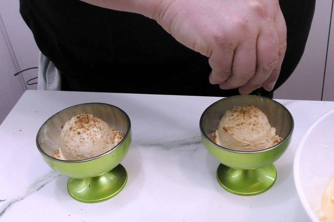 Step 3 of meringue souffle and confectionery cream