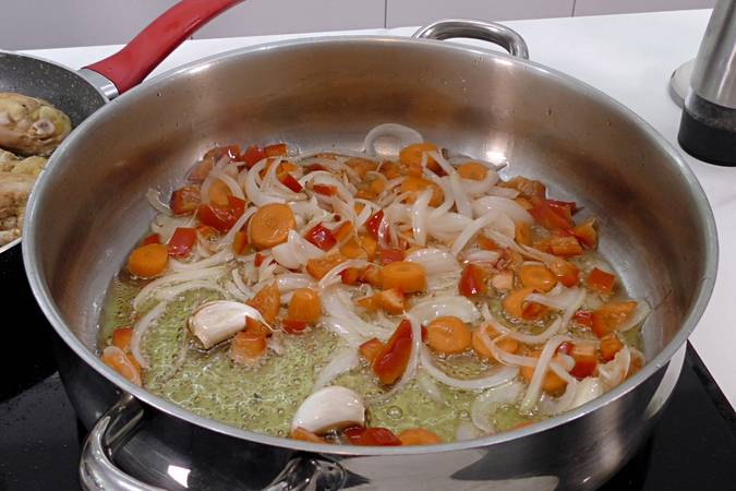 Step 1 of How to make chicken in a pepitoria, a traditional recipe