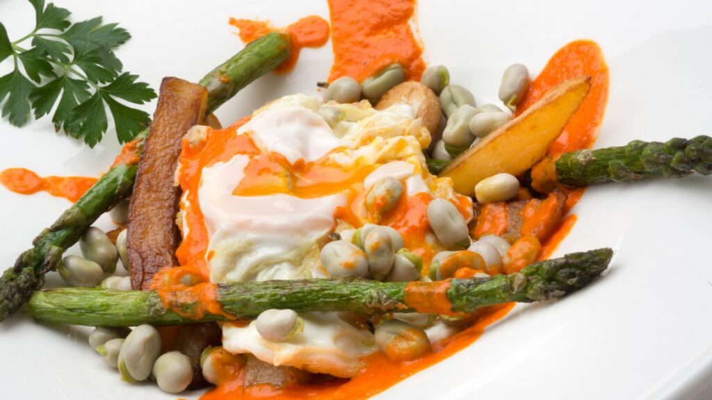 Recipe for scrambled eggs with potatoes, green asparagus and beans - Carlos Arginiano