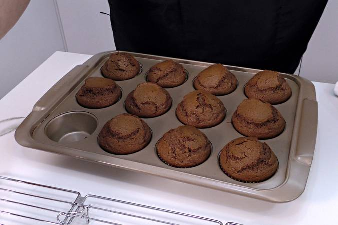 Step 8 of Chocolate muffins filled with white chocolate cream