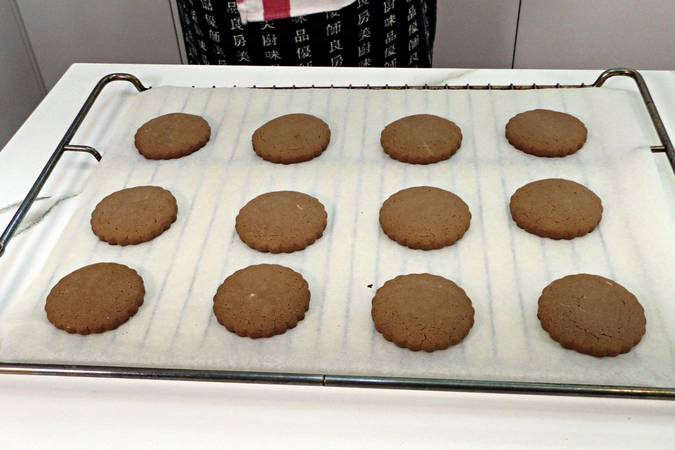 Allow the cookies to cool