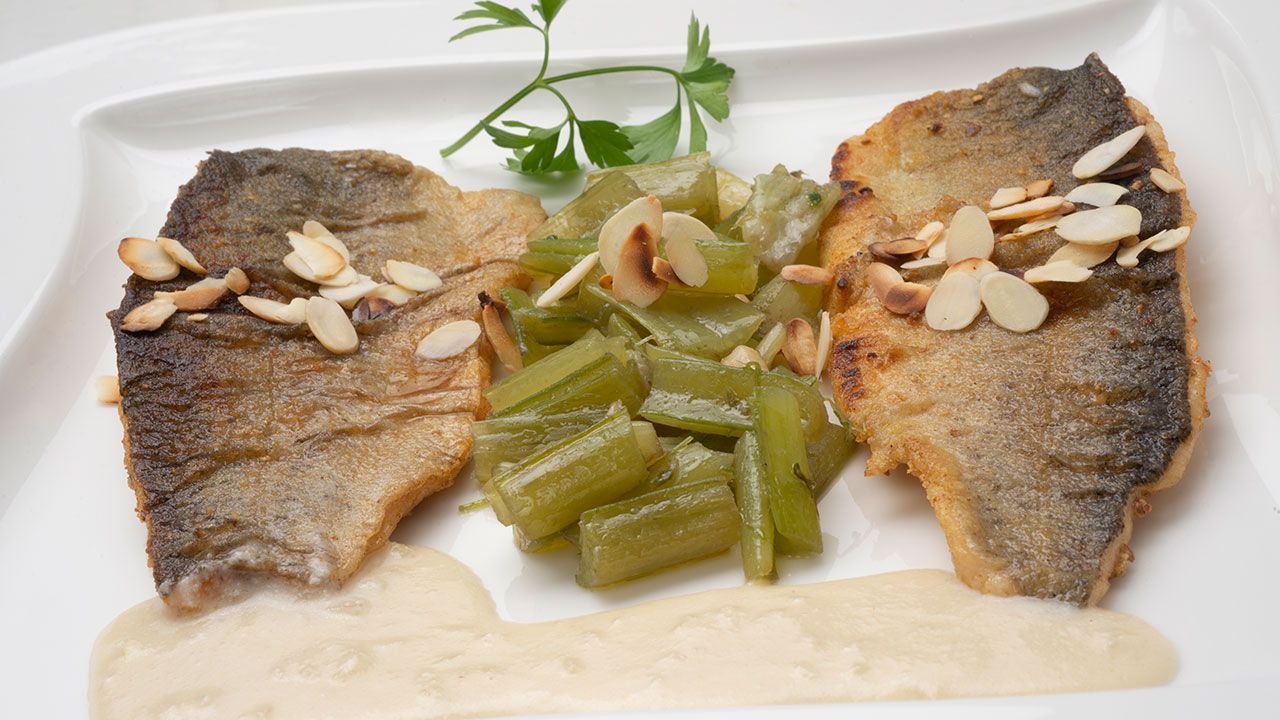 Recipe for trout with borage and almond sauce - Karlos Arguiñano
