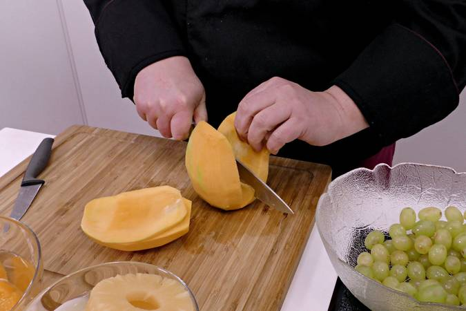 We remove the bone from the mango