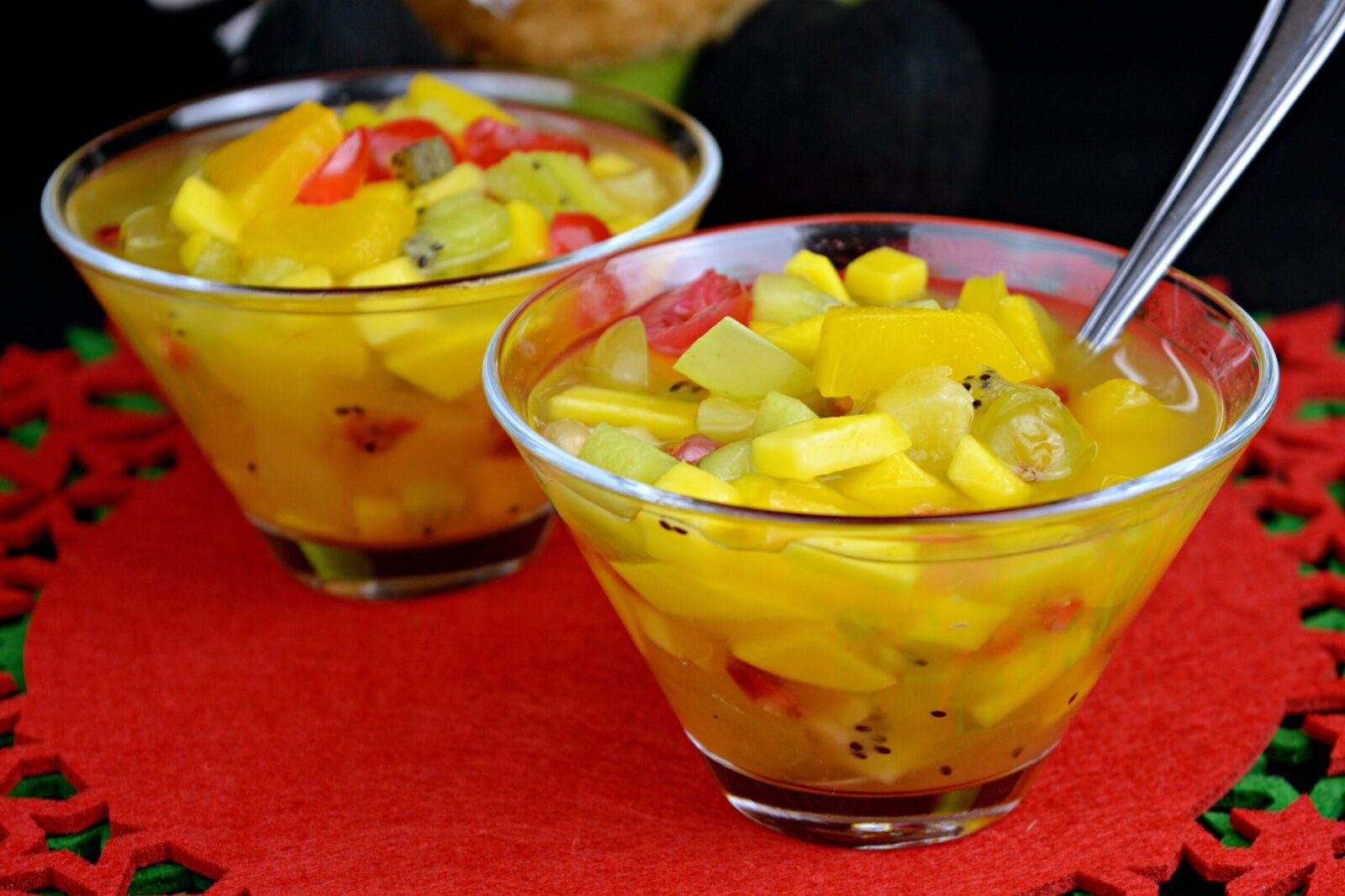 How to make a fruit cup or fruit salad