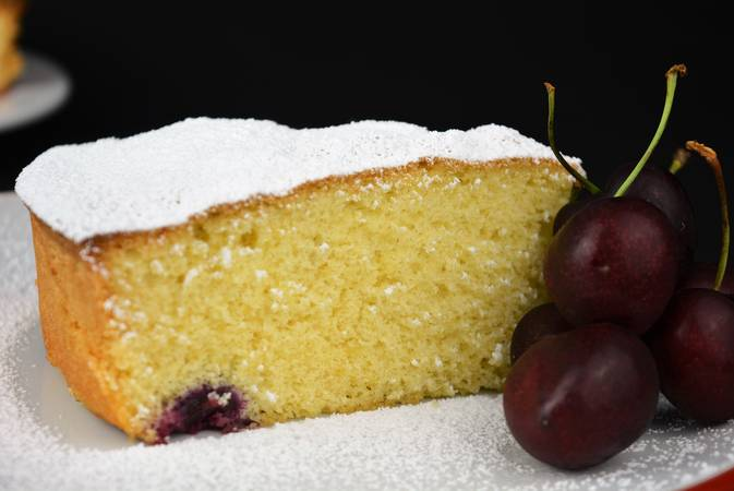 Step 4 of Recipes for making sponge cakes with fruit