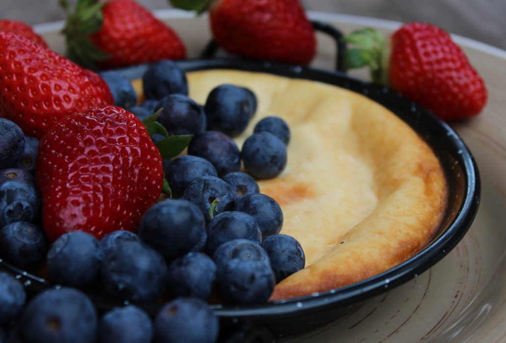 cheesecake and condensed milk with red fruits-1