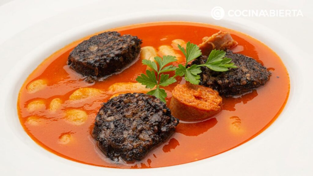 """Fabes with blood and chorizo in an express pot, stew """"with a lot of foundation"""" by Karlos Arguiñano"""
