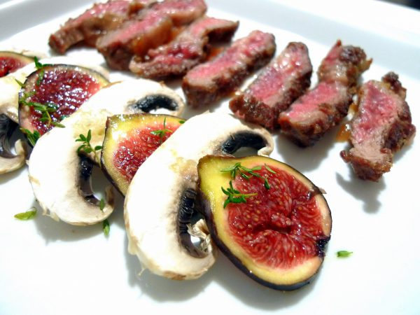 Iberian pen with carpaccio of figs and mushrooms