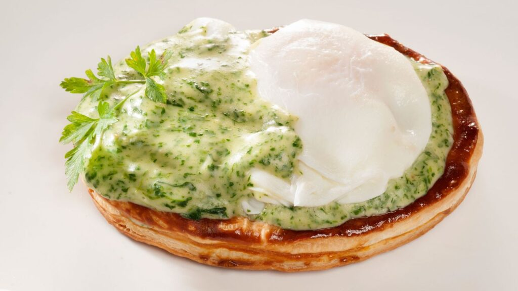 Recipe for poached eggs with spinach Béchamel - Bruno Oteiza