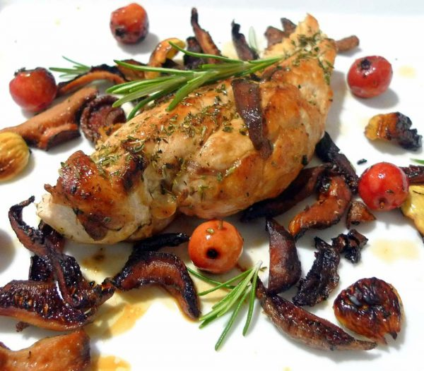 Chicken breasts with chanterelles, acerola and chestnuts