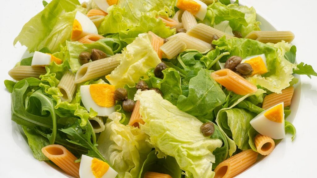 Recipe for a salad with pasta, cheese and eggs - Karlos Arguiñano